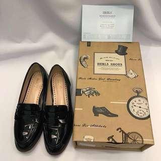 9成新-HERLS 英倫經典漆皮學院風樂福鞋 黑色