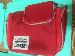 🚚 全新Levis手提包,買大送小錢包,21*15*6cm