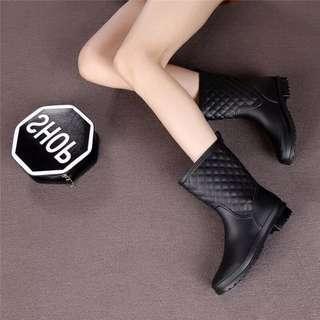 強烈推薦款_韓系百搭菱格紋造型輕便晴雨靴款