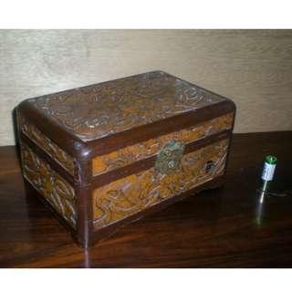 舊雕花首飾木箱;五面工