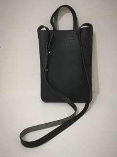 Black pu leather slingbag