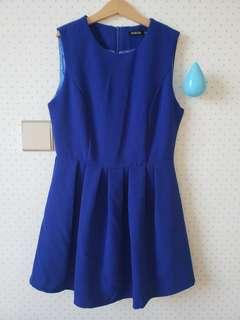 寶藍色連身裙