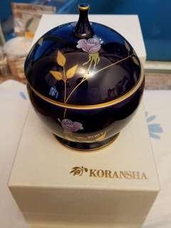 香蘭社 藍釉描金玫瑰蓋罐