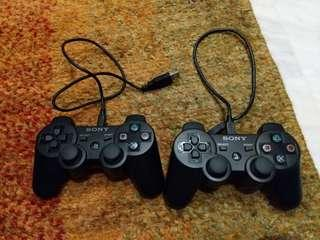 2x PS3 Controller. Hardly used!