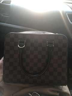 tas LV authentic 100% triana damier