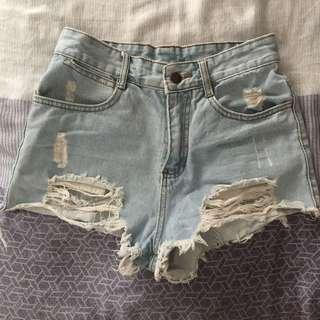 🚚 淺色牛仔短褲 24-25腰