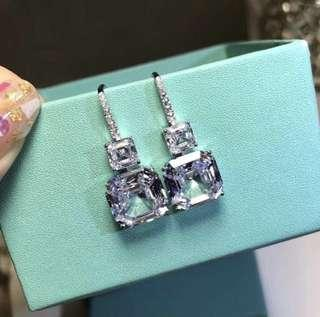 BEAUTIFUL SQUARE EARRINGS