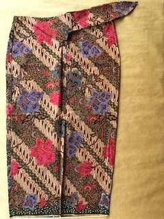 (M) Traditional diagonal snail 3/4 floral batik skirt