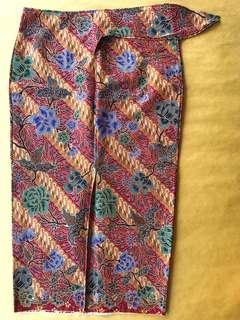 (M) Traditional diagonal snail maroon 3/4 floral batik skirt