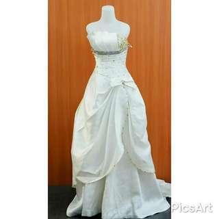 Pakaian baju pengantin / kebaya