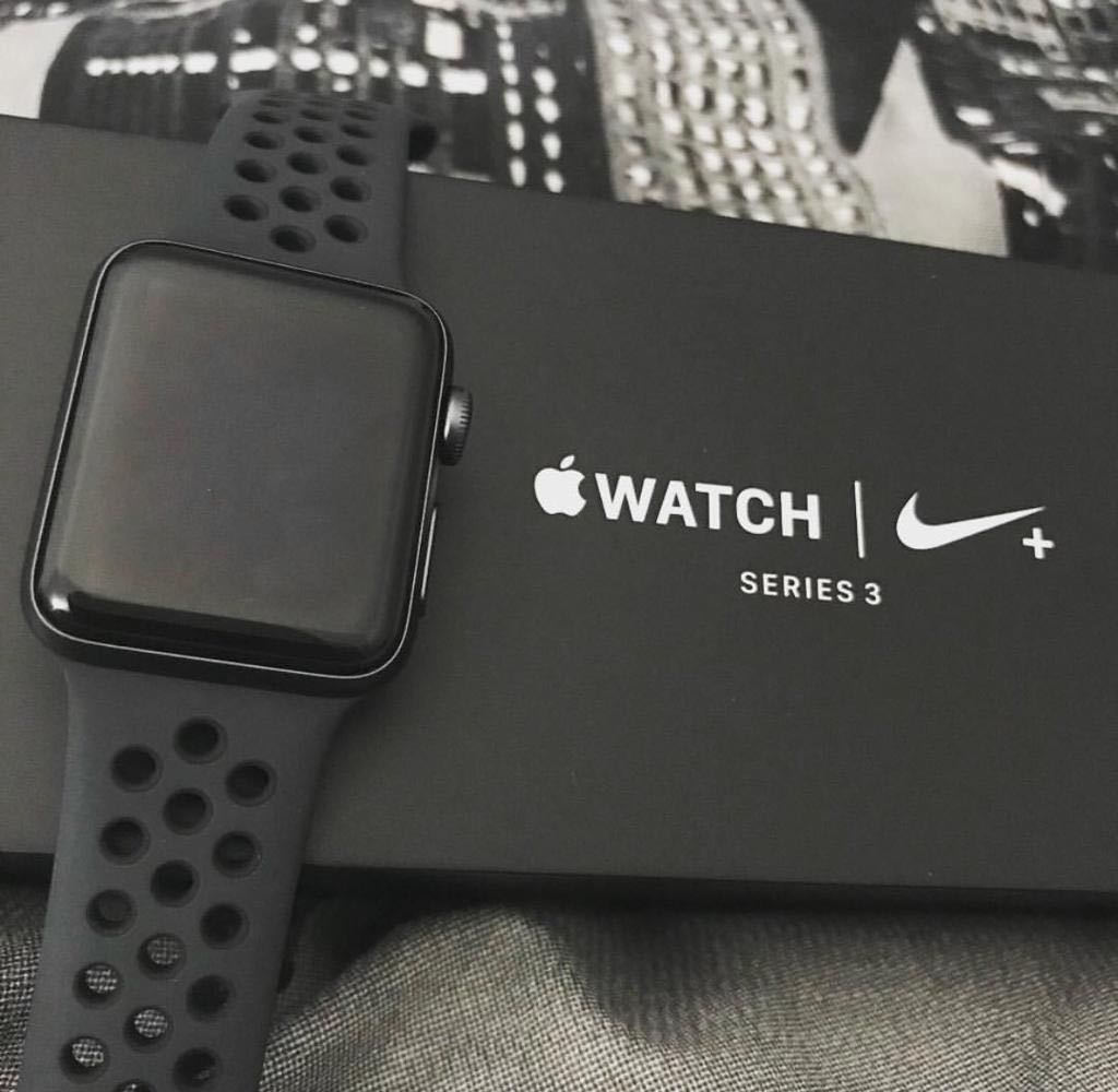 Derretido cubierta montar  Apple Watch Series 3-Nike Plus 42mm, Electronics, Others on Carousell