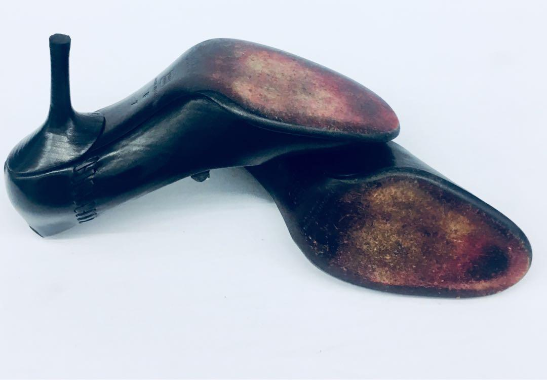 DONNA KARAN NEW YORK VTG Leather Heel Shoes Size 7B Made In Italy