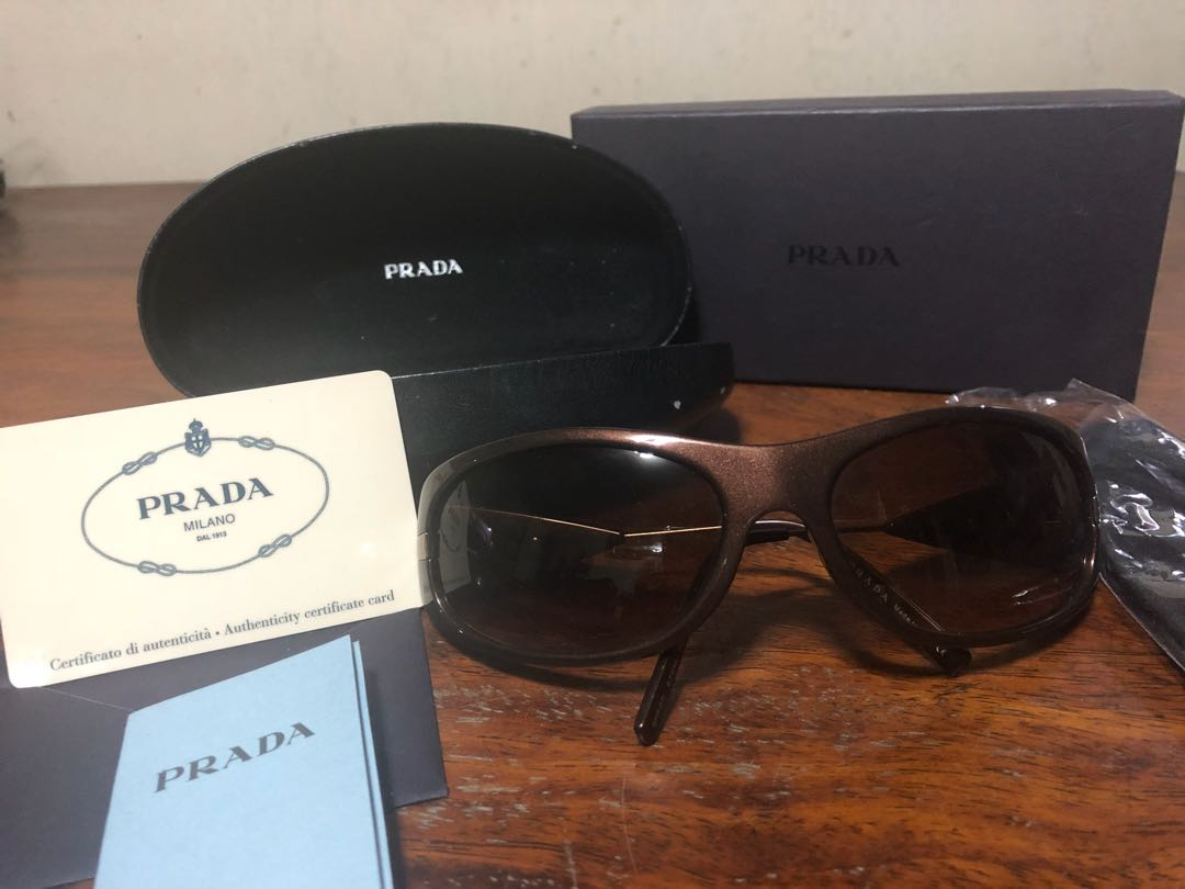 5cfe014436 Original Prada shades