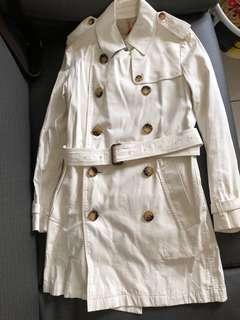 Burberry 米色風衣外套