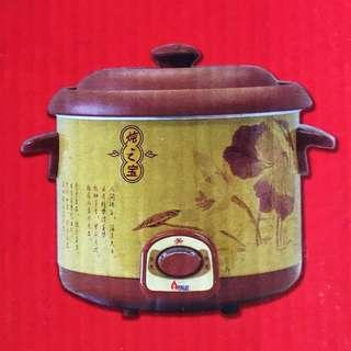 BNIB Slow Cooker (Price Reduced)