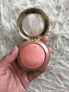 Milani blush on Luminoso