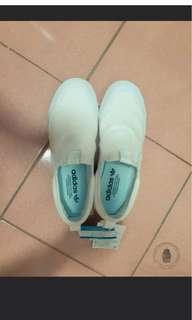 🚚 愛迪達休閒鞋