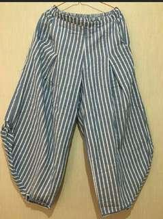 Celana unik