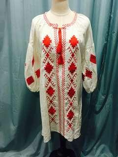 Embroidered dress with bubble sleeves