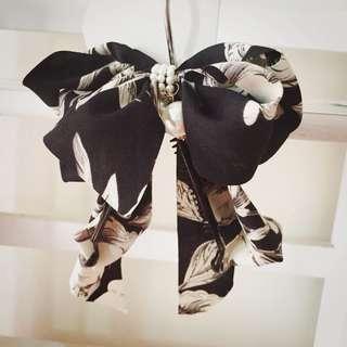 珍珠墜飾花卉雪紡緞帶大蝴蝶結仙女夾 花朵 向下香蕉夾 馬尾夾 鯊魚夾 公主 水墨 黑底 白花