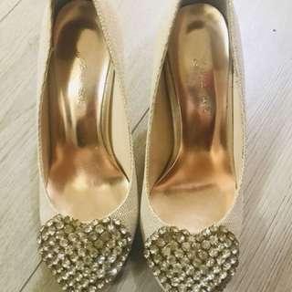 🚚 米白愛心高跟鞋