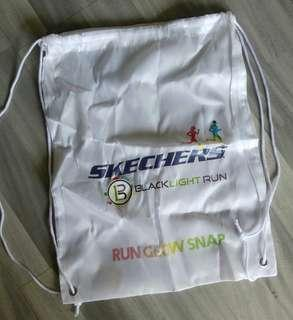 Brand New White Skechers Black Light Blacklight Run Glow Snap Washable Drawstring Haversack Bag