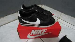 Nike cortez classic leather like new