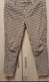 🚚 Uniqlo 黑白格七分褲