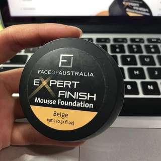 Expert finish mousse foundation: beige