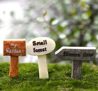 ☘️Terrarium Accessories / Miniature / scrapbooking, gardening deco, photo frame deco, home deco, figurine etc - Set of 3 Signage / Direction Post / Stand