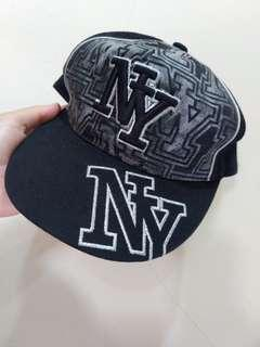 Topi NY Black Light