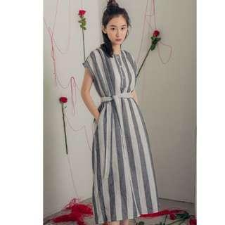 XOXO-出口韓國棉麻灰白條紋落肩附腰帶洋裝