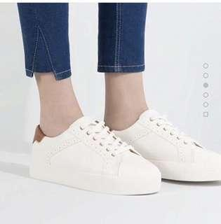 sepatu cats pull and bear