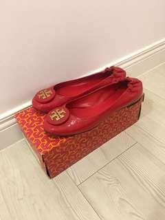 Tory Burch 立體金色LOGO漆皮平底娃娃鞋 7.5 附鞋盒