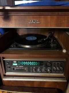 🚚 古董黑膠唱盤機