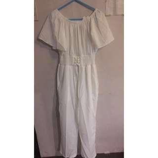 Off shoulder romper pants (white)