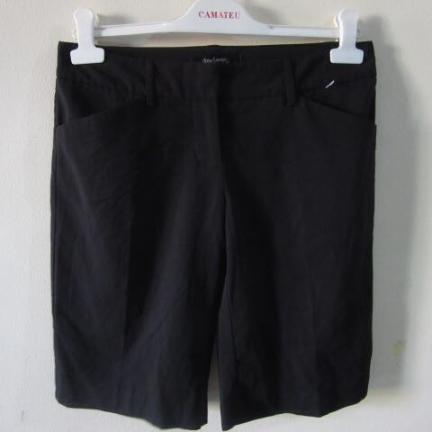 6cd91c08fd 30) Daisy Fuentes ladies knee length shorts in almost looks new ...