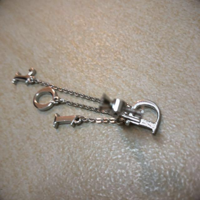 BRAND NEW CHRISTIAN DIOR LETTERS CRYSTAL SILVER LONG CLIP EARRINGS 100% AUTHENTIC 全新正貨純銀色閃石水晶字母長夾耳環一隻可調較鬆緊真 REAL SWAROVSKI LETTER ONE EARRING 925