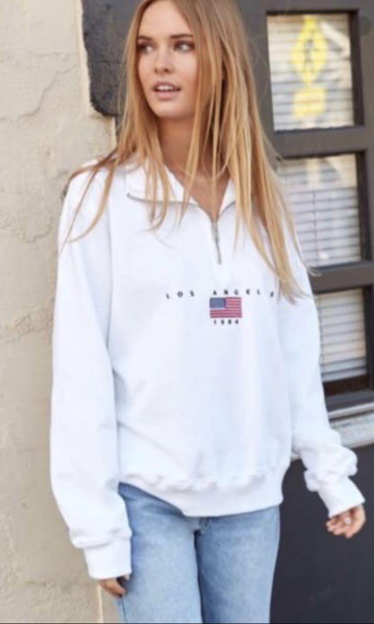 1332344cea LF  Brandy Melville Half Zip Los Angelos sweatshirt