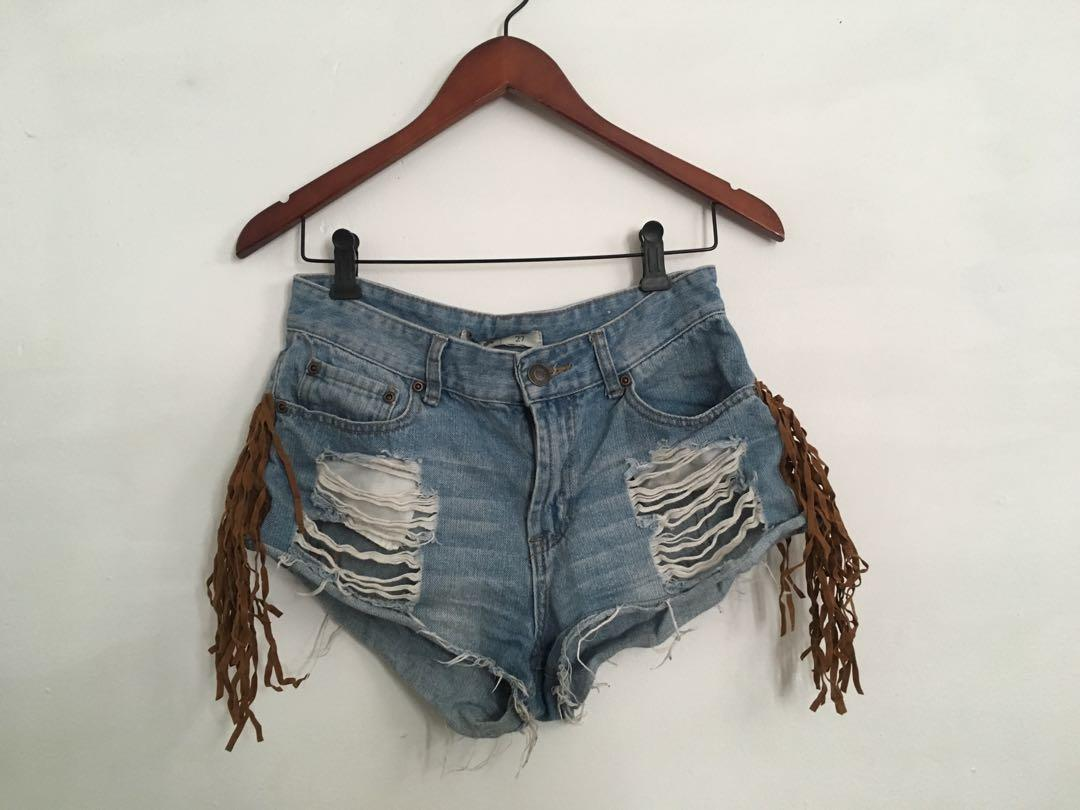 Tasselllly distressed shorts