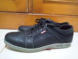 Sepatu Kulit Semi Formal Pria Merek 'Diesler' No 42