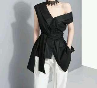 深V斜領肩綁帶不規則剪裁黒色上衣