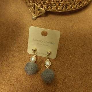 全新 耳針耳環 半珍珠灰姑娘毛球 混搭材料超可愛