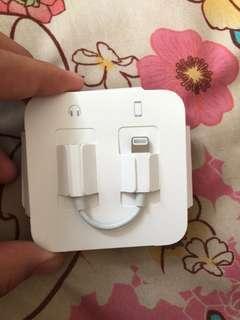 Apple lightning headphone jack adapter