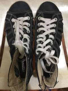 Converse fashionable shoes