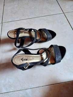 Sepatu pesta fioni