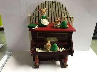 可愛兔子鋼琴音樂盒 music box