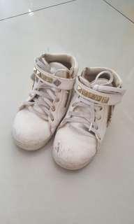 Sepatu hello mici