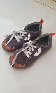 Sepatu carters