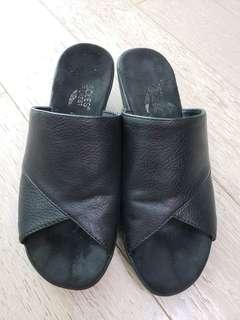 Aerosoles leather wedge slippers US7